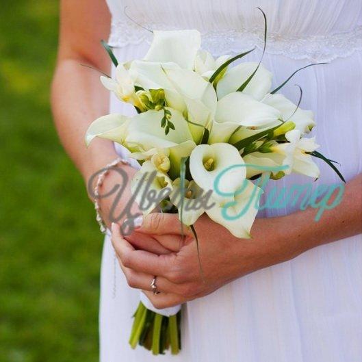 Свадебный букет каллы цена, девушка с букетом огромным